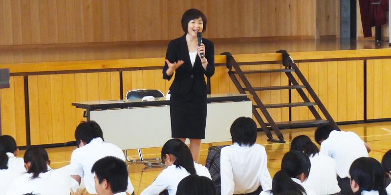研修の講師を務める浜田果歩